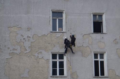 Industrieklettern München Seilarbeit Fassadenkletterer Fassadenarbeit Verputzen