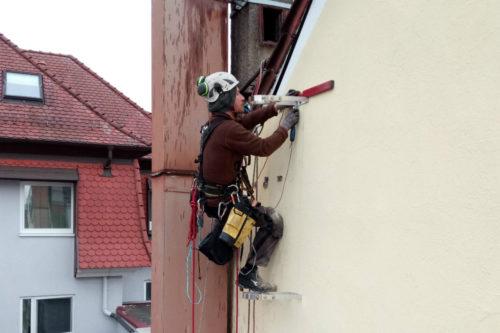 Industrieklettern Fassadenkletterer Seilarbeit Seiltechnik Montage Fallrohr Baufertigteile