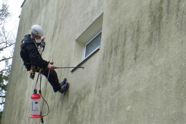 Industriekletterer München Reinigung Fassadenreinigung Grünbelagentfernung